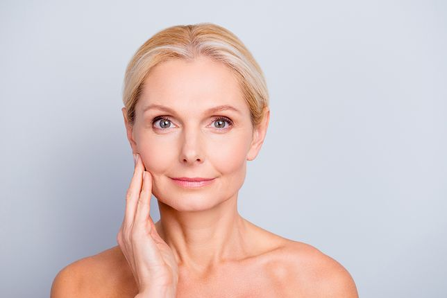 Kosmetyki przeciwstarzeniowe poprawiają owal twarzy i redukują zmarszczki