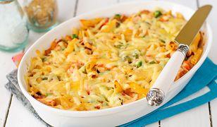 Zapiekanka makaronowa z kurczakiem, dynią i brokułem to świetny pomysł na rodzinny obiad lub kolację.