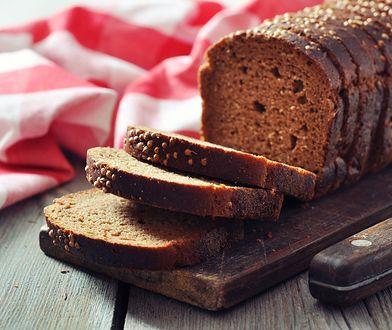 Chleb pełnoziarnisty posiada wiele korzyści, dzięki wysokiej zawartości błonnika i przeciwutleniaczy.