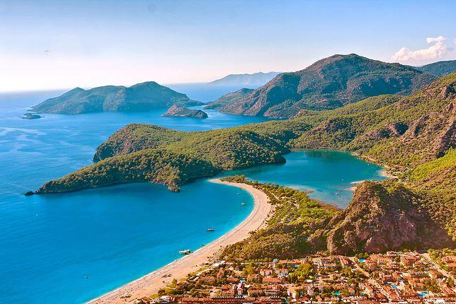 Wybrzeże Riwiery Tureckiej to przede wszystkim piaszczyste plaże Antalyi