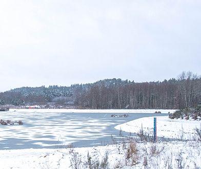 Kto by pomyślał, że to sztuczne jezioro. Lepiej jednak widok podziwiać z bezpiecznej odległości. A najlepiej z brzegu