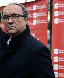 """Rząd chce obniżyć emerytury byłym funkcjonariuszom PRL. Czarzasty: """"skandal"""""""