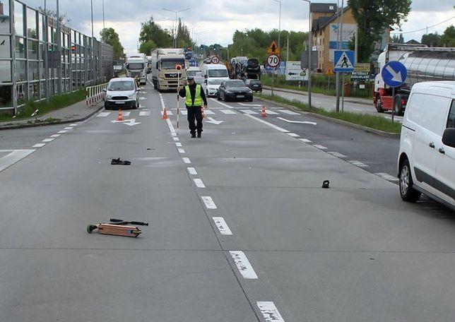 Śląskie. Kierujący fordem potrącił na przejściu dla pieszych w Żorach 12-latka prowadzącego hulajnogę.
