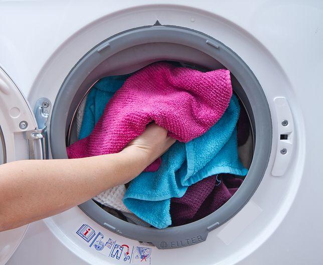 Brzydki zapach z pralki? Są na to sposoby