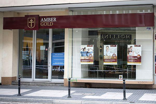 Poufne dane klientów Amber Gold znalezione na klatce schodowej w Gdańsku