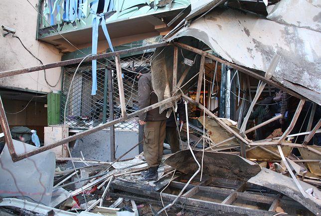 Atak zamachowca-samobójcy na centrum handlowe w Kabulu