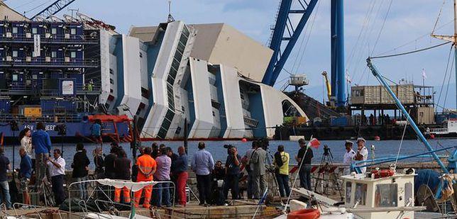 Polacy pracują przy podniesieniu Costa Concordia