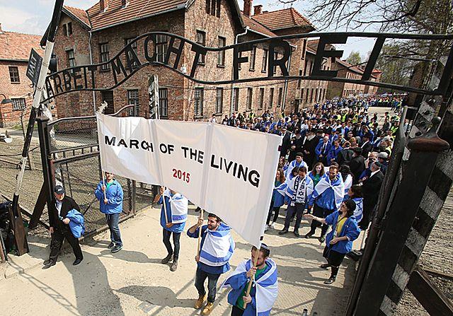 Upamiętnili ofiary Holokaustu i oddali im hołd - zdjęcia
