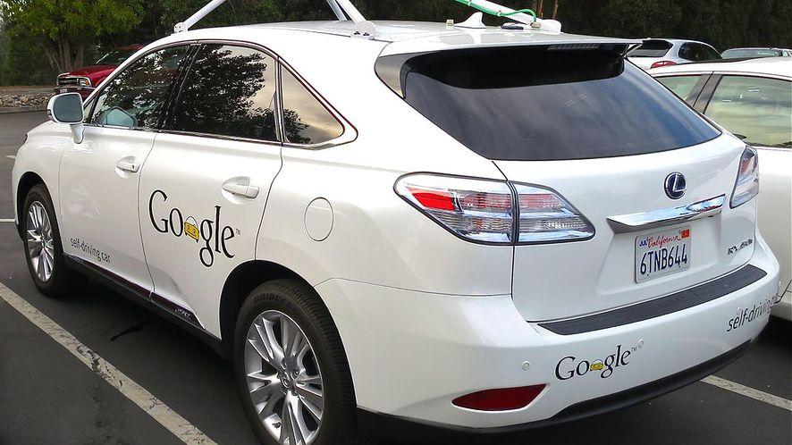 Autonomiczny samochód Google po raz pierwszy spowodował wypadek