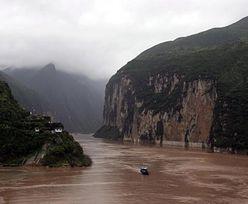 """Gigantyczna budowa w Chinach. Ekolodzy: """"Tykająca bomba"""""""