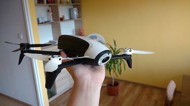 Parrot Bebop 2 — wielozadaniowy dron dla początkujących pilotów