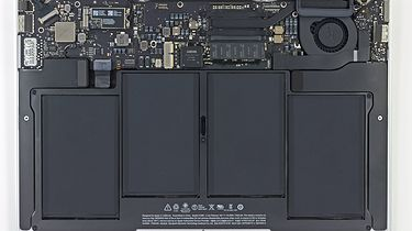 Cold Hearted... MacBook Air - Wnętrze MacBooka Air 2013 (Źródło: iFixit)
