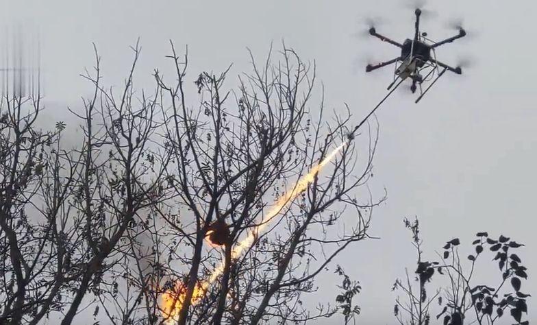 Dron-zabójca z miotaczem ognia. Sceny jak z Terminatora