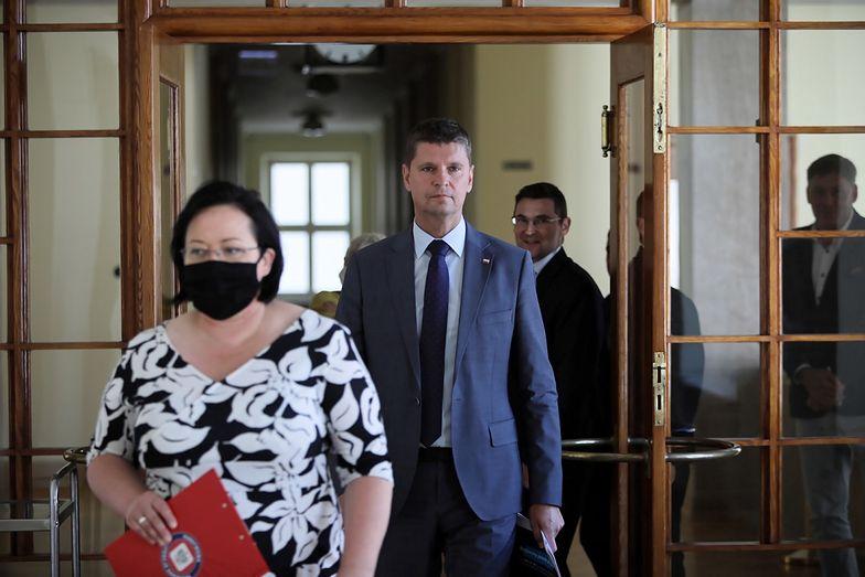 """Minister edukacji: """"Obawa przed epidemią nie jest powodem, by nie chodzić do szkoły"""""""