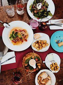 Obostrzenia poluzowane, więc nareszcie możemy wybrać się do restauracji. Oto najlepsze miejscówki w Warszawie!