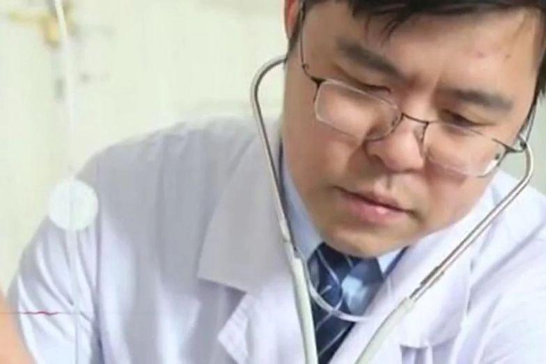 42-letni lekarz zaraził się koronawirusem cztery miesiące temu