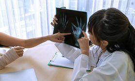 Zdjęcie rentgenowskie - wynalezienie promieniowania, zastosowanie w medycynie, jak powstaje, wykorzystanie promieniowania poza medycyną, szkodliwość promieniowania