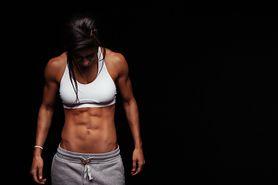 Dobre ćwiczenia na brzuch – zalecenia, półbrzuszki, ćwiczenia w domu, zestaw ćwiczeń, A6W
