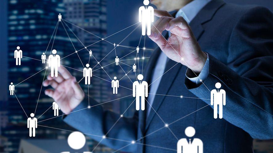 Wiele dużych firm, w tym Google ograniczyło rekrutację na miejscu. Zamiast tego – spotkania wirtualne, fot. ktasimar/Shutterstock