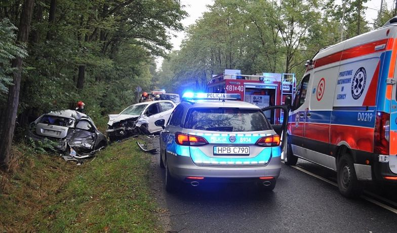 Tragiczny wypadek na Dolnym Śląsku. Zderzyły się 4 samochody. 29-latek nie żyje