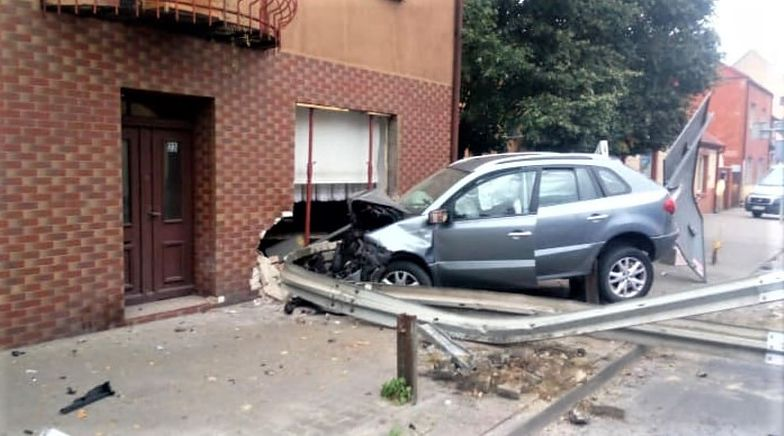 Samochód wjechał w dom. Zatrzymał się w jadalni. To nie pierwszy raz