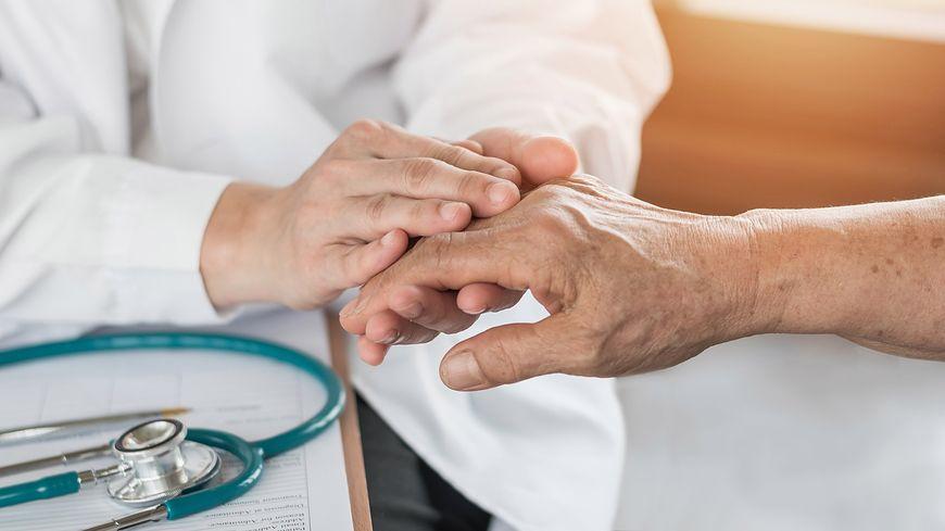 Naukowcy odkryli związek antybiotyków z rozwojem choroby Parkinsona