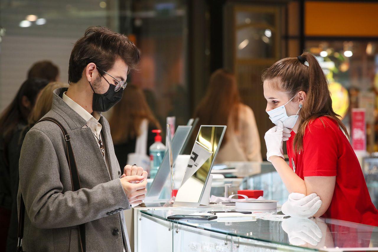 Rillavoice może zwiększyć sprzedaż. SI przeanalizuje rozmowy sprzedawców z klientami - Sprzedaż bezpośrednia to coraz większe wyzwanie