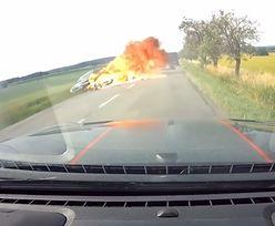 Pojazdy zamieniły się w kulę ognia. Dramatyczne nagranie z Czech