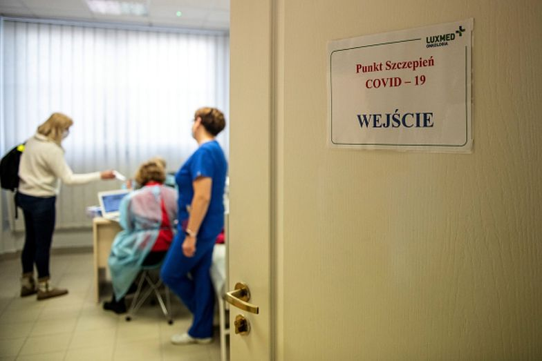Koniec z marnowaniem szczepionek. Awaryjnie zaszczepią każdego dorosłego
