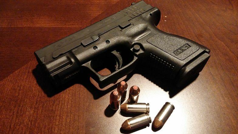 Niemieccy policjanci mieli kraść amunicję. Zarzucono im powiązania z neonazistami