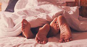 Nudzisz się w łóżku? Spróbuj footjob!