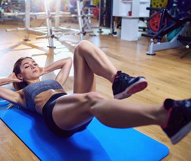 Ćwiczenia na płaski brzuch to nie tylko brzuszki
