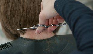 Włosy za ucho podbiły serca wielu kobiet