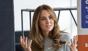 Kate podczas rozmowy ze studentami