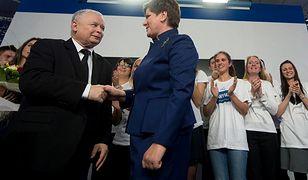 Beata Szydło i Jarosław Kaczyński na wieczorze wyborczym Prawo i Sprawiedliwości w 2015 roku.