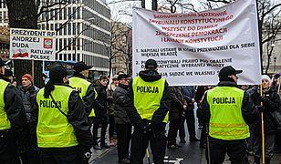 Protesty przed siedzibą Trybunału Konstytucyjnego
