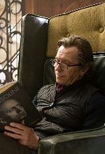 ''Motor City'': Gary Oldman odbija dziewczynę Dominicowi Cooperowi