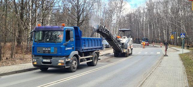 Ruda Śląska. Miasto wzięło się do naprawy dróg zniszczonych po zimie.