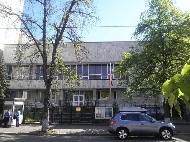 Skandal z Kijowie. Antypolskie napisy i swastyka na budynku z muralem Jana Pawła II
