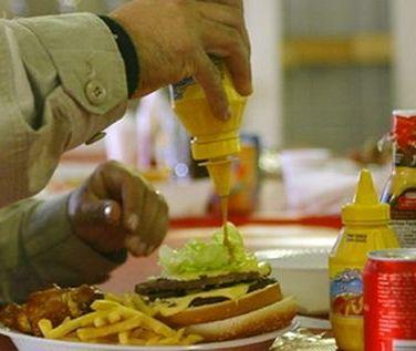 W pracy jemy byle co albo głodujemy!