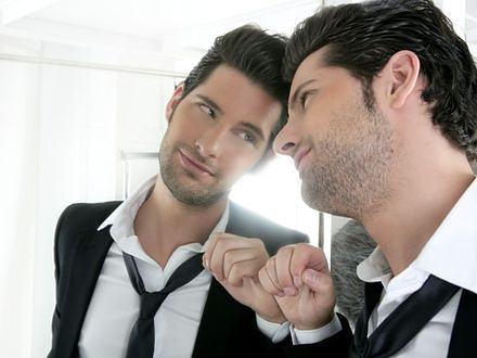Narcyzm przejawia się w różnych formach. Jak rozpoznać narcyza?