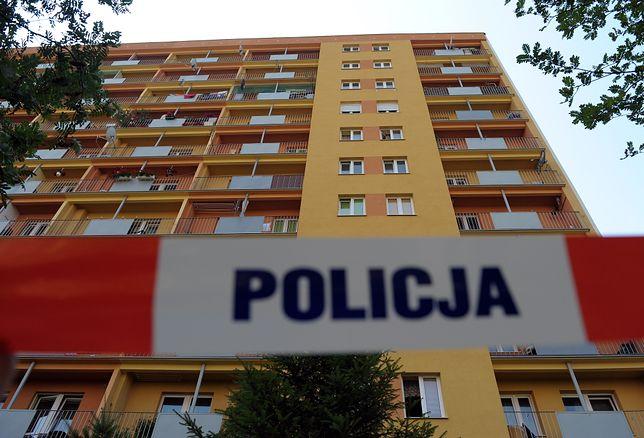 Warszawa. Chłopiec wypadł z okna mieszkania na trzecim piętrze