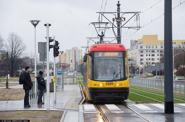 Warszawa. Linia tramwajowa nr 2 łączy Tarchomin ze stacją końcową metra na Młocinach