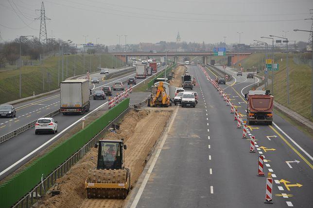 Kadr z budowy obwodnicy Poznania.