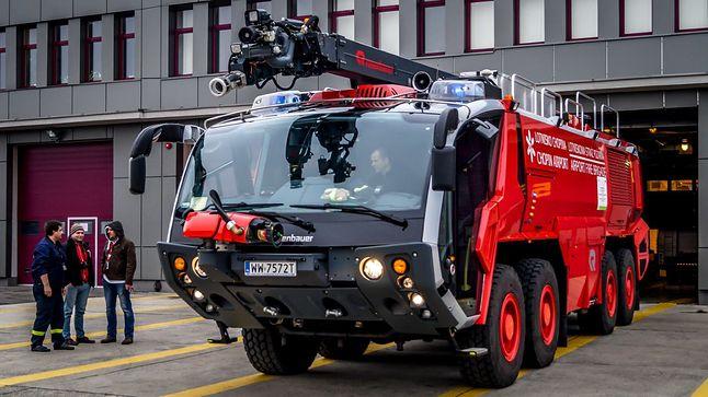 Wóz Straży Pożarnej na lotnisku Okęcie (źródło: podrozniccy.com)