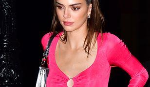 Kendall Jenner pokazała się w różowym wdzianku