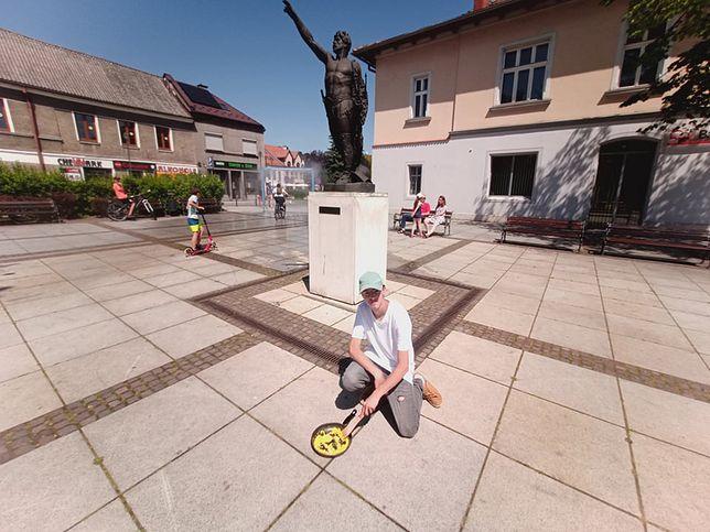 W letni dzień temperatury w centrum Krzeszowic pozbawionym zieleni sięgają nawet 60 stopni Celsjusza.(Fot: Arch. prywatne)