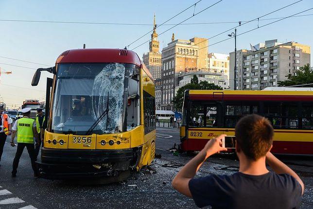 Dwa dni, dwa wypadki, to samo miejsce. Autobus zderzył się z tramwajem na Marszałkowskiej