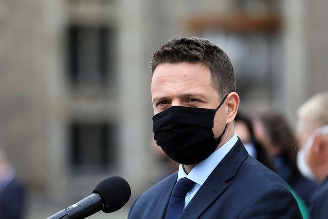 """Wybory 2020. Rafał Trzaskowski uderza w PiS. """"Rząd miał przygotować tarczę, a nie pałkę"""""""