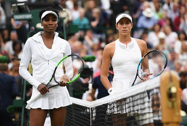 Venus Williams i Garbine Muguruza w charakterystycznych dla Wimbledonu białych strojach